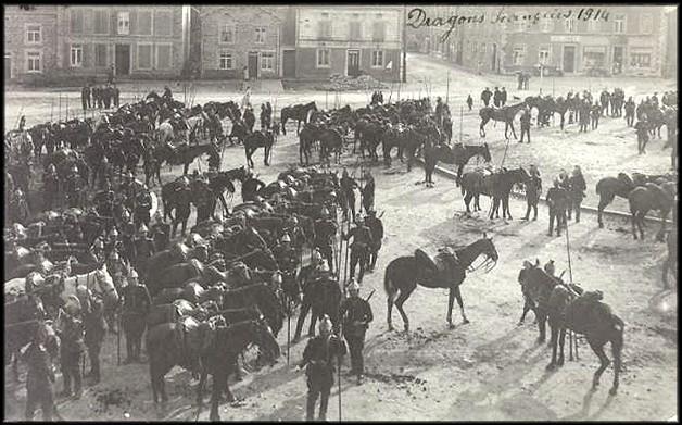 site 912 bertrix dragons français en 1914 sur la place
