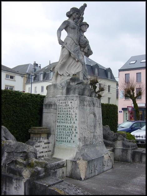 site florenville les militaires sur le monument