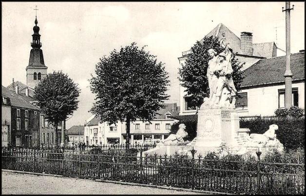 site florenville monument de droite avec l'église