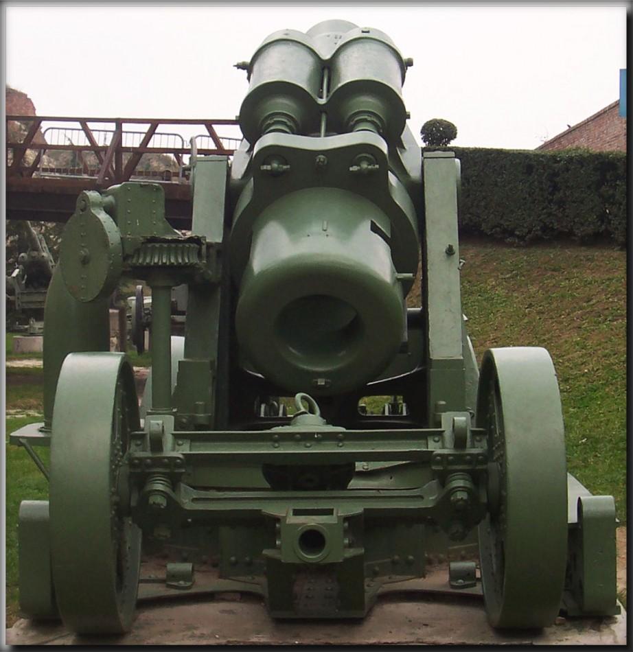 site me de Skoda 305 mm modèle 1911 arrière