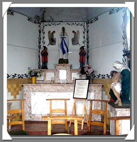site  graide rte de gembes intérieur chapelle souvenir copie