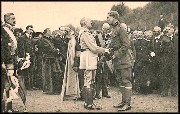 site 21 arlon le roi salue un général français