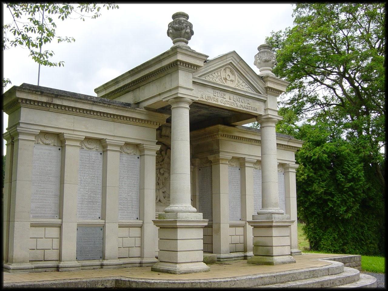 site ethe monument en l'honneur de ses martyrs