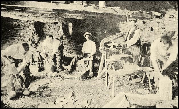 site ardoisières fendeurs en atelier de surface des ardoisières