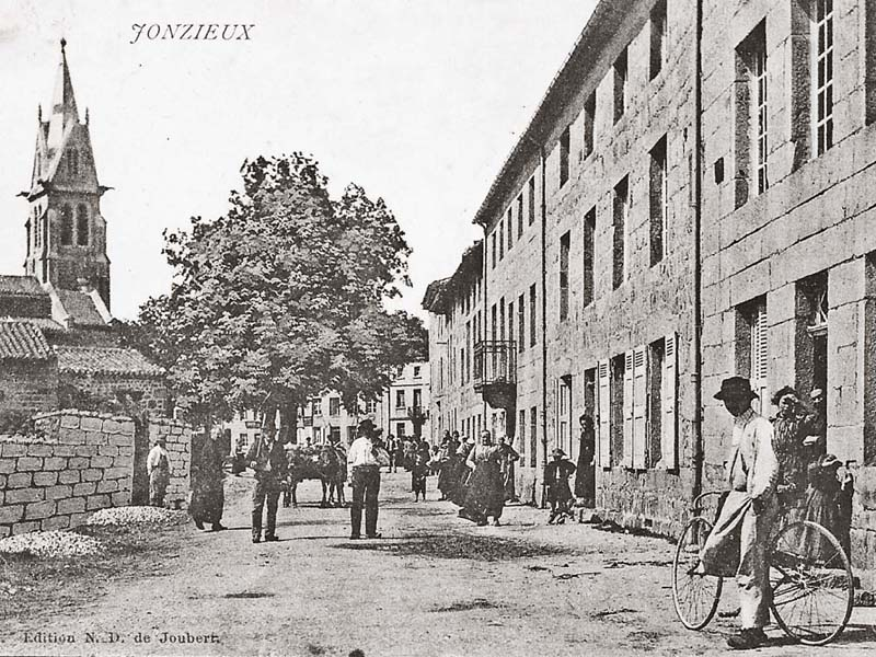 site-to-fr-jonzieux-rue-animee