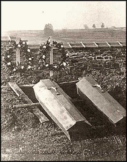 site 30 nov 1918  cercueils de 2 Soldats Français Armand Quelard & Henri Lebreton