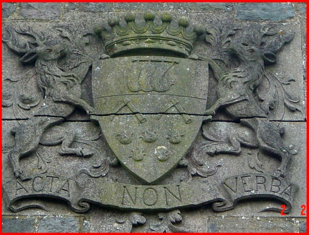 site Blason sur la chapelle d'ochamps 2004