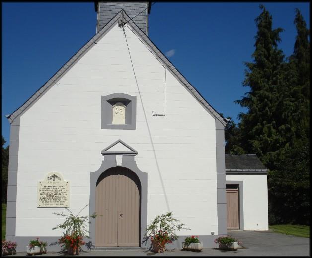 site chapelle fleurie avec plaque commémorative