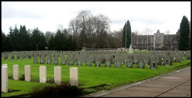 site vue d'ensemble devant le monument du carré militaire à robermont