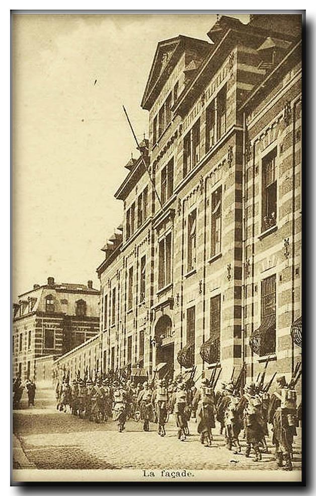 site so be 13ème ligne régiment devant caserne
