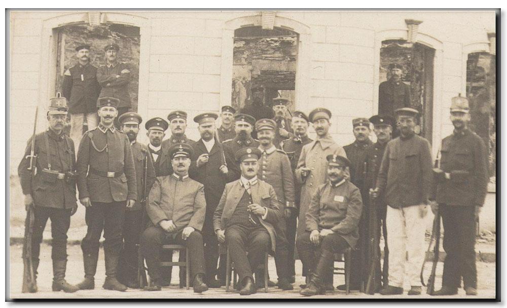site me be lux longlier soldats allemands devant les ruines de l'hôtel de la gare