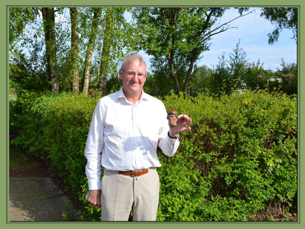 howard gumbley  un soldat anglais trouve une figurine authentique dans les ruines d u2019ypres  u2013 la