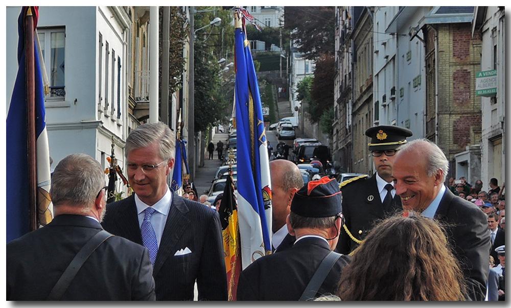 site to fr ste adresse roi Philippe salue porte drapeau