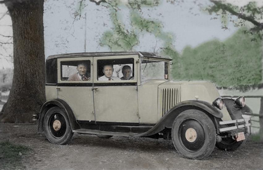 site to be René Rochet dans sa 1ère voiture