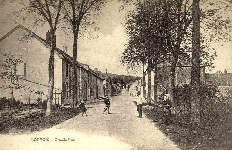 013-louvois-grand-rue-velos