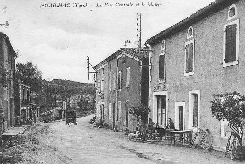 site-to-fr-noailhac-la-rue-centrale-et-la-mairie