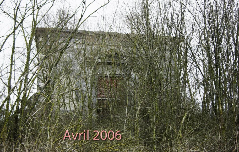 ruine abandonnée en avril 2006 chapelle givet