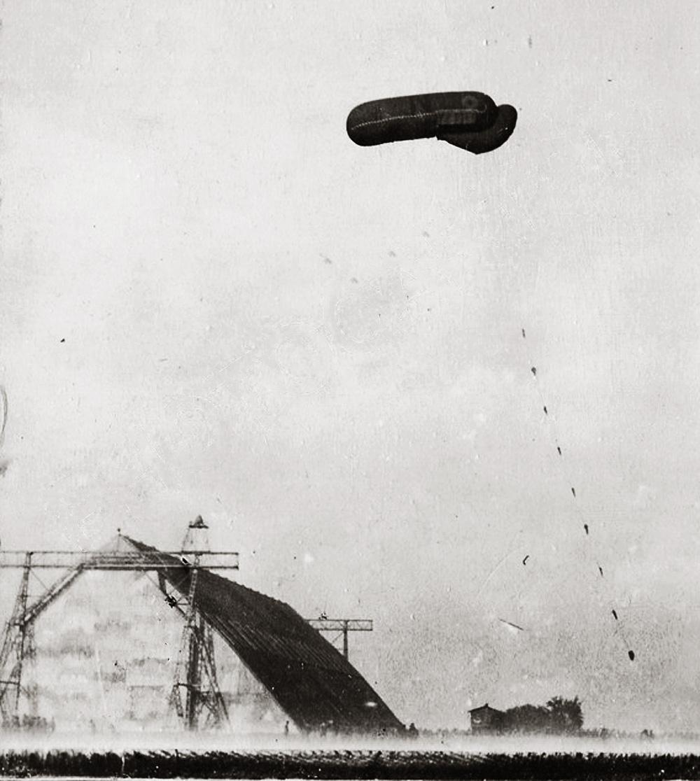 cognelee saucisse sur hangar à zeppelin