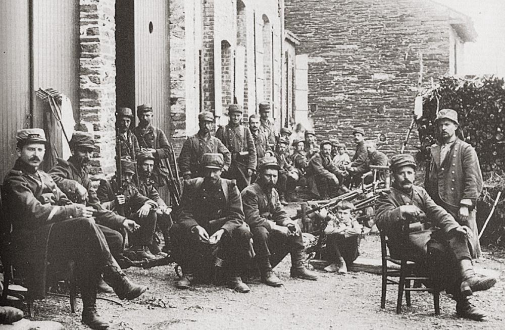 asumibb infanterie française au repos dans un village ardennais en belgique