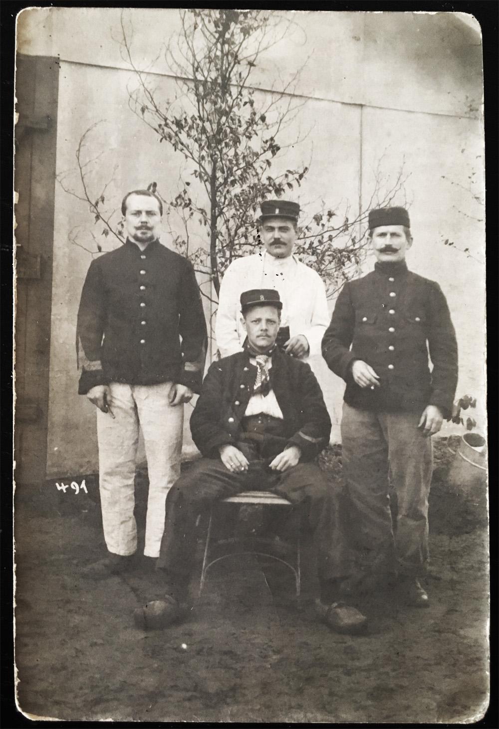 asu carte postale 4 soldats du 8ème de ligne